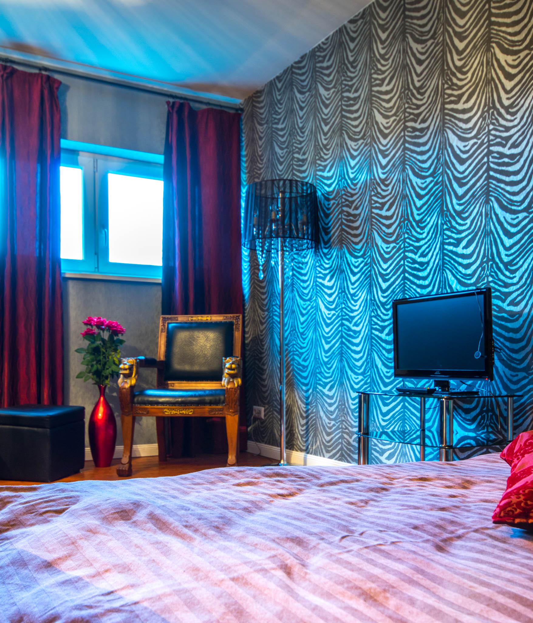 Kunst und Sünde Juniorsuite - Hotel Sleepin Volkspark